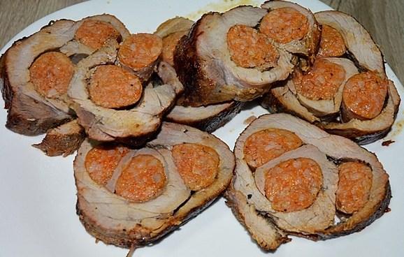 Rulada de porc cu carnati