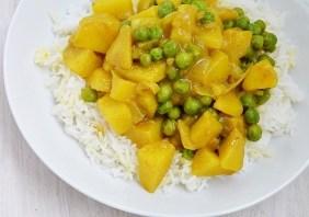 Curry cu cartofi si mazare