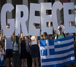 Demonstrators gather to protest against the European Central Bank's handling of Greece's debt repayments in Trafalgar Square in London, Britain June 29, 2015. Stunned Greeks faced shuttered banks, long supermarkets lines and overwhelming uncertainty on Monday as a breakdown in talks between Athens and its international creditors plunged the country deep into crisis. REUTERS/Neil Hall