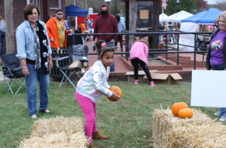 """Olive Hill Chamber of Commerce's 4th Annual """"It's Fall, Y'all"""""""