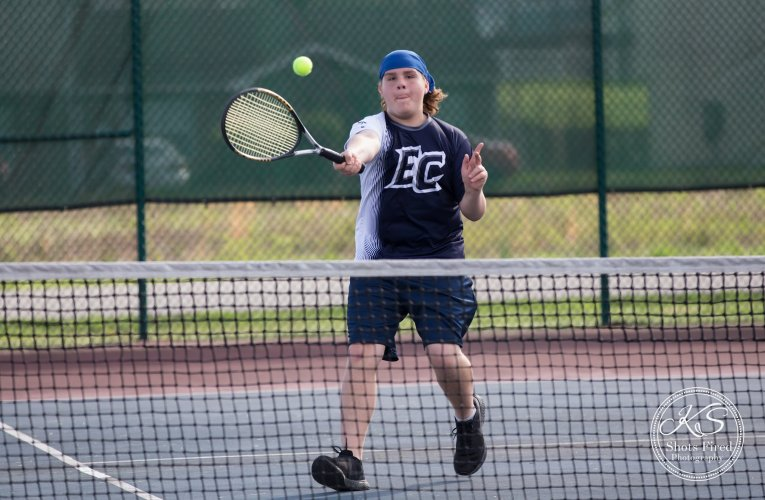 Raiders rock Comets: East tennis continues winning streak