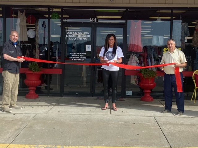 Grandview Clothing Outlet ribbon cutting