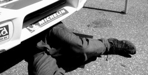 mechanic-under-the-car