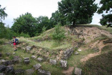 Ruinele turnului locuinta - Cetatea dacica de la Capalna