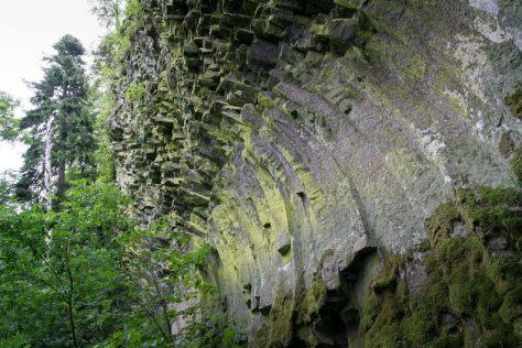 Coloane de bazalt care sfideaza gravitatia - Detunatele - Muntii Apuseni / Metaliferi