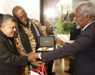 Zunar and Gado accept their Cartooning For Peace awards from Kofi Annan