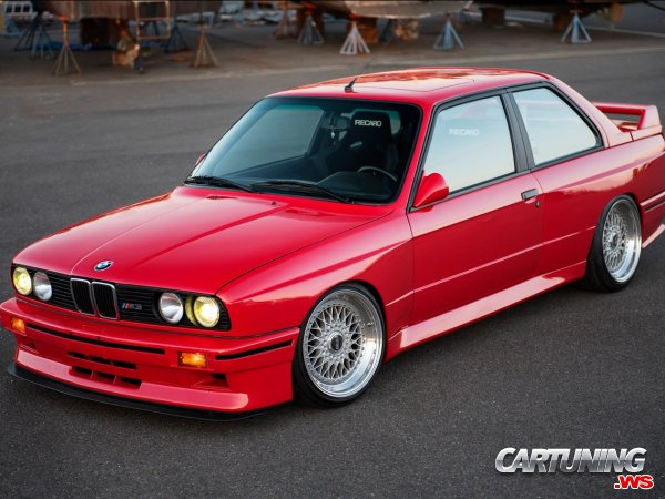 Lowered BMW M3 E30 Front And Side