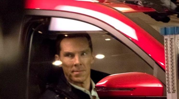 Benedict Cumberbatch - Dr. Strange jadi Bintang Iklan Wuling Almaz versi India