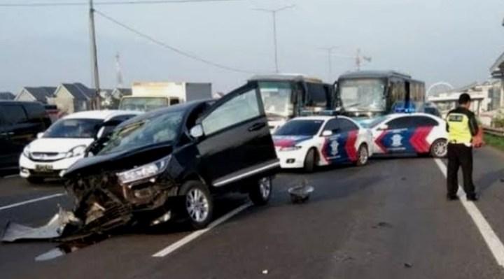 Kecelakaan Konvoi Club Motor Honda CB vs Toyota Innova di Tuban