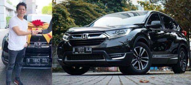 Koleksi Mobil Ariel NOAH - Honda CR-V Turbo Prestige