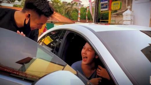 Baim Wong Belikan Paula Vanhoeven mobil baru - Mercy CLS 350 Coupe