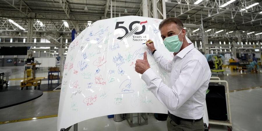 50 Tahun Mercedes-Benz Produksi Mobil di Indonesia