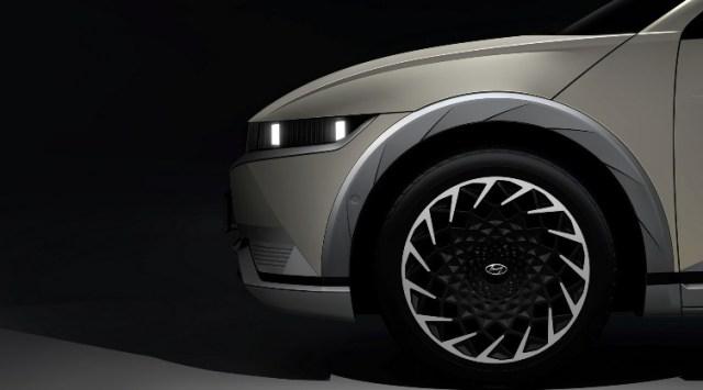 Teaser Resmi Ioniq 5 - versi Produksi Tampak Samping Depan