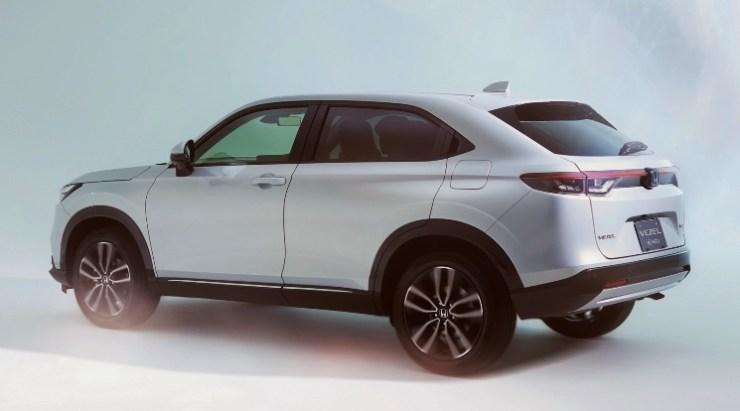 Honda Compact Crossover - Tampak Samping Belakang