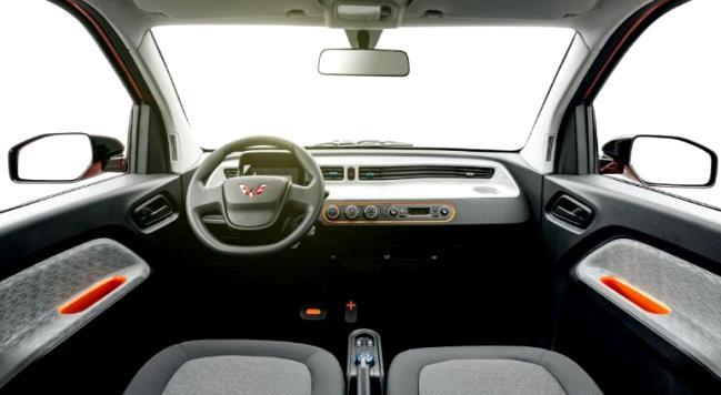 Interior mobil listrik mungil dari China