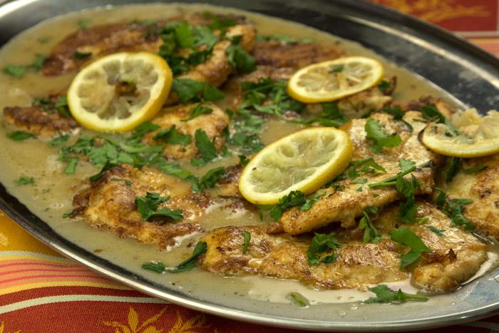 κοτόπουλο Francese με σάλτσα λεμόνι, κρασί και βούτυρο