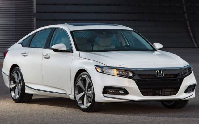 The redesigned headlights of the Honda Accord 2022 are equipped with low beam LEDs with automatic on and off function