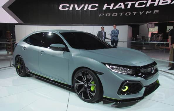 2022 Honda Civic Hatchback What's New in 2021? Exterior comparison of a new Honda Civic Si Coupe next to a Honda Civic hatchback