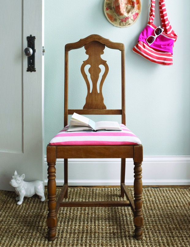 Chair with coral stripe seat