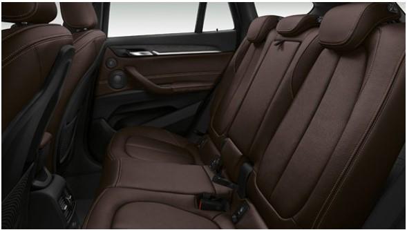新型X1後部座席