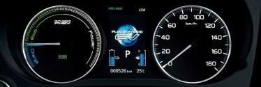 新型アウトランダー/PHEVの内装レビュー【コックピット・インパネ編】ガソリン車との違いは魅力的なシフトレバー!