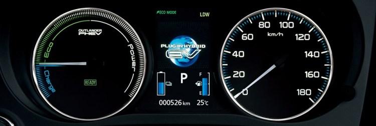 2017新型アウトランダーPHEVの内装レビュー【コックピット・インパネ】ガソリン車との違いは魅力的なシフトレバー!