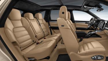 新型カイエンの後部座席は乗り心地は良い?狭いという口コミもあるけど、調べてみました!