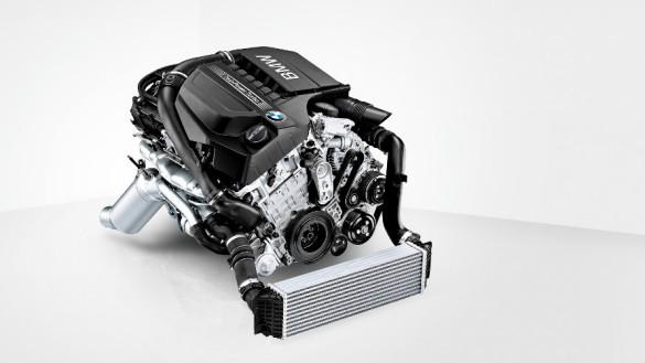 BMW新型X5の実燃費ってどーなの?プラグインハイブリッドは不人気でディーゼルが人気?