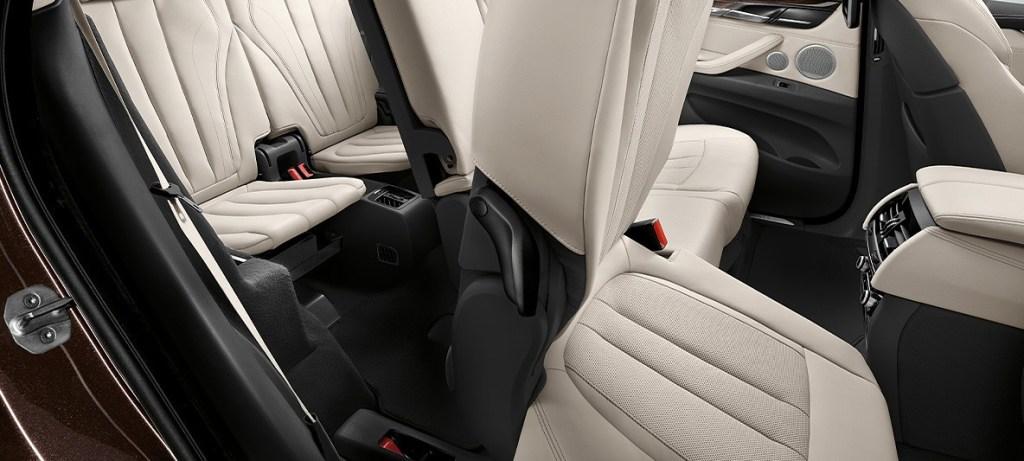 新型BMWX5内装画像