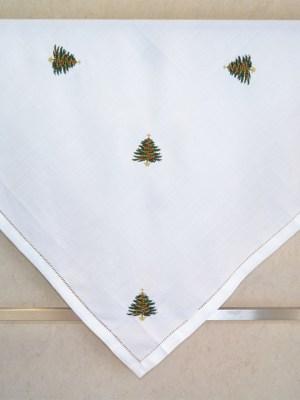 Τραπεζοκαρέ Χριστουγεννιάτικο Λινό 100x100 Κέντημα Έλατα με Αζούρ