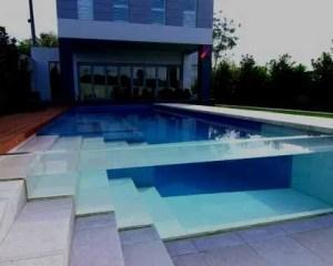 Construção de piscina de vidro