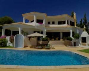 Construção de casa moderna piscina