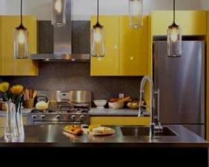 Remodelação de cozinha pequena amarela