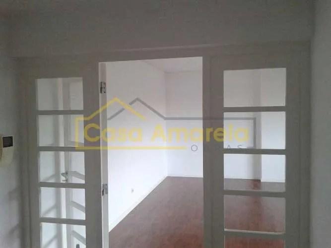 Remodelação de interiores: substituição de carpintarias