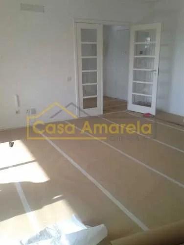 Pintura de apartamento no Porto. Proteção de pavimento.