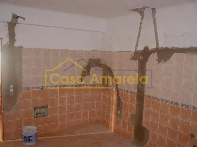 Remodelação de cozinha com substituição de azulejos