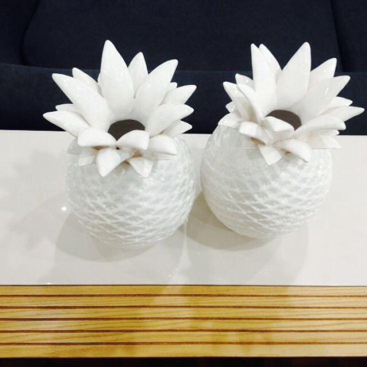Peças em porcelana vendidas na loja Móveis Alhambra, em Santos- SP