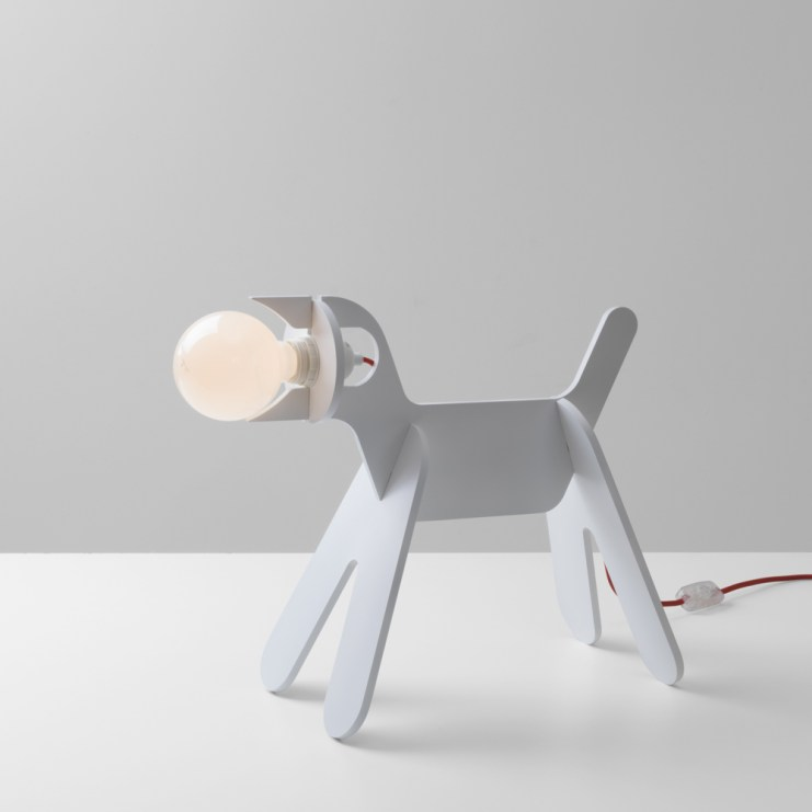 Da dupla francesa Clotilde Neveu e Julien Cantais, nasceu a luminária de mesa Chien. http://www.enostudio.fr/shop/get-out-dog-lamp-blue