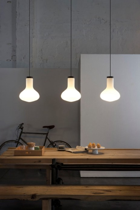 Já neste exemplo, o material (vidro), assim como no tecido, permite a passagem de luz para todos os lados(difusa), garantindo mais luz ao ambiente em geral. http://www.carpyen.com/product.php?id=p204&cc=c3
