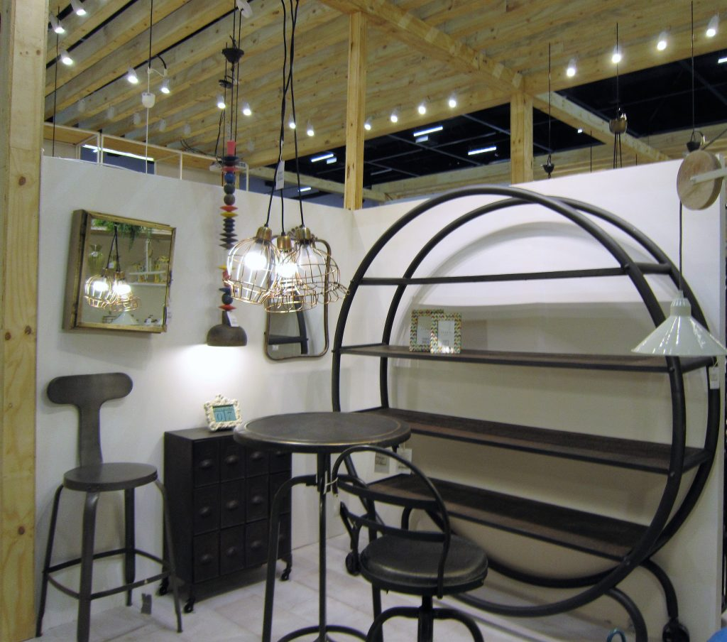 Casa-ao-Cubo-abimad-2017-ethnix-ferro-antique-retro-vintage-cadeira-escura