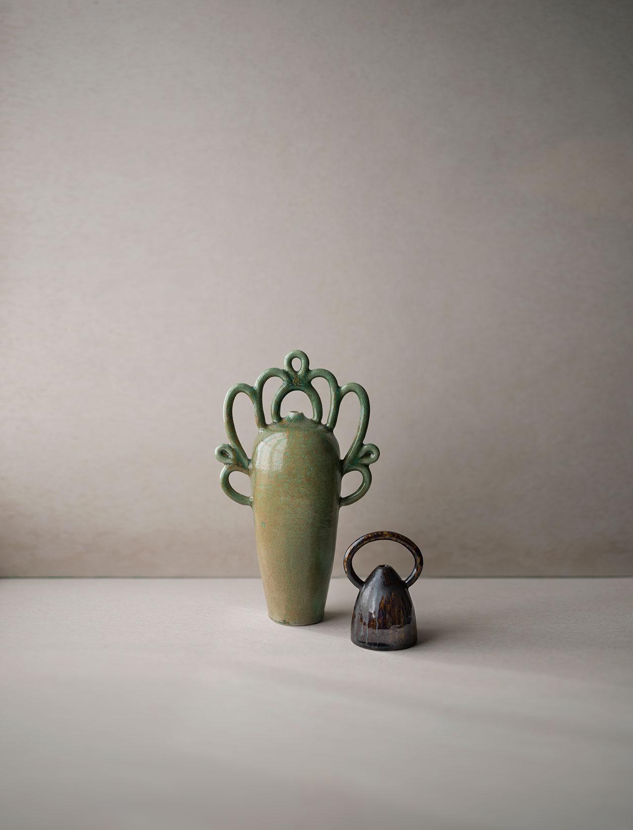 La enigmática y atemporal cerámica de Nicolette Johnson