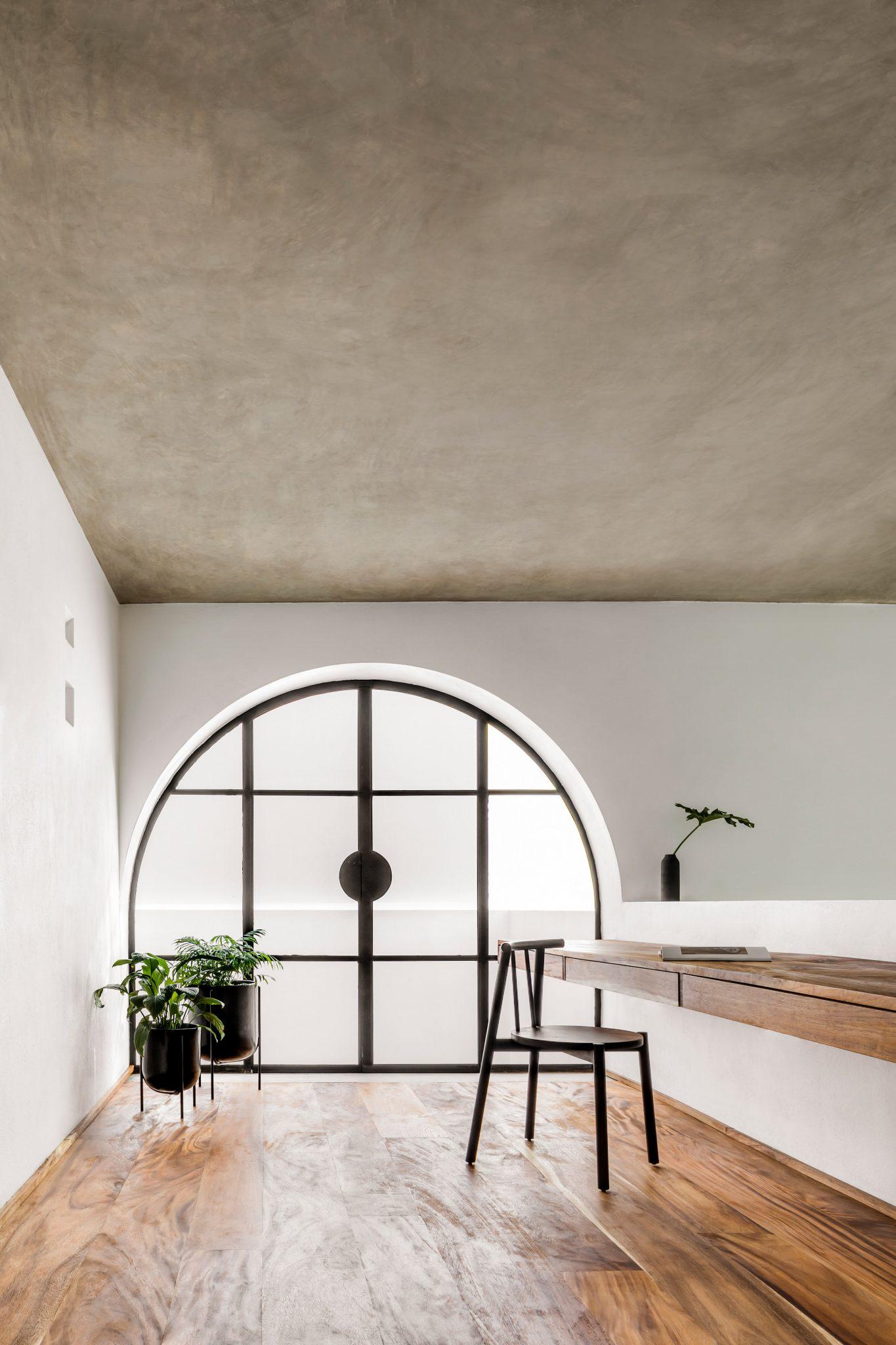 La impresionante Casa A690 de Delfino Lozano mezcla la arquitectura mediterránea y mexicana