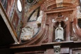 Inne i katedralen