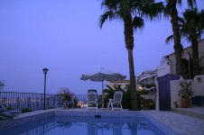 Blue-Hour-am-Pool