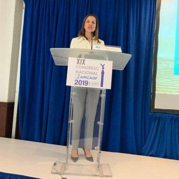 Anneliese Castro durante la conferencia de Casa Caracol en AMCAOF 2019