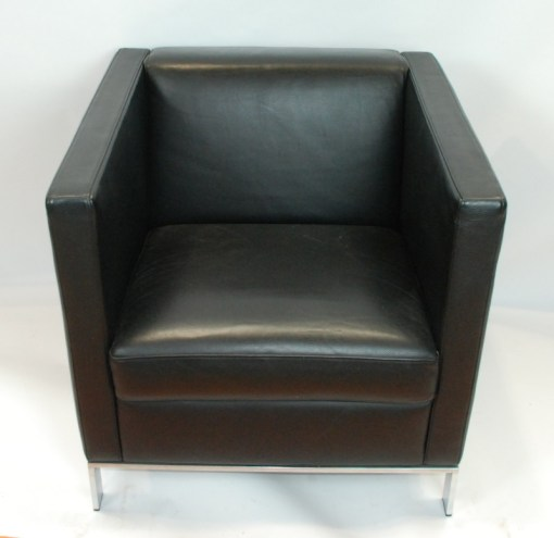 Walter Knoll Norman Foster inspired designed single seater sofa in black leather 1a