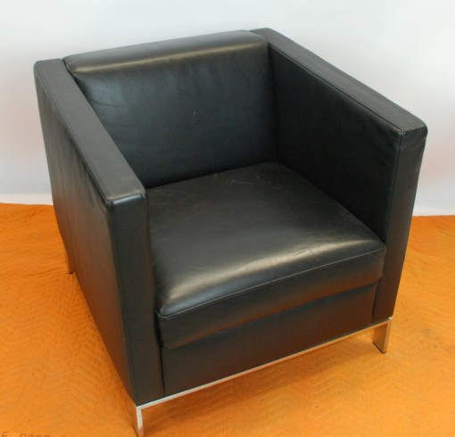 Walter Knoll Norman Foster inspired designed single seater sofa in black leather 6a