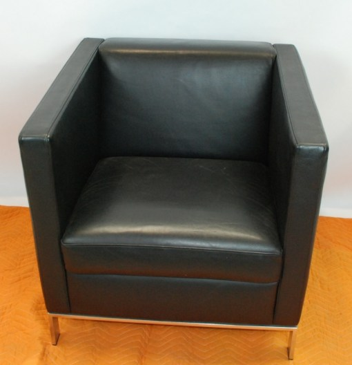 Walter Knoll Norman Foster inspired designed single seater sofa in black leather 7a
