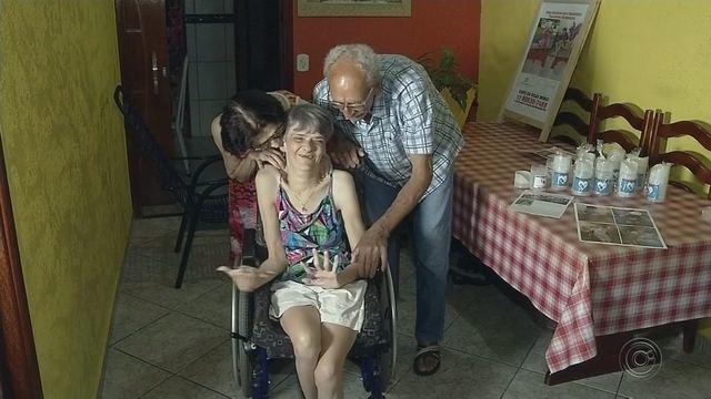 Resultado de imagem para Morador de Floreal cria copo para ajudar filha com necessidades especiais