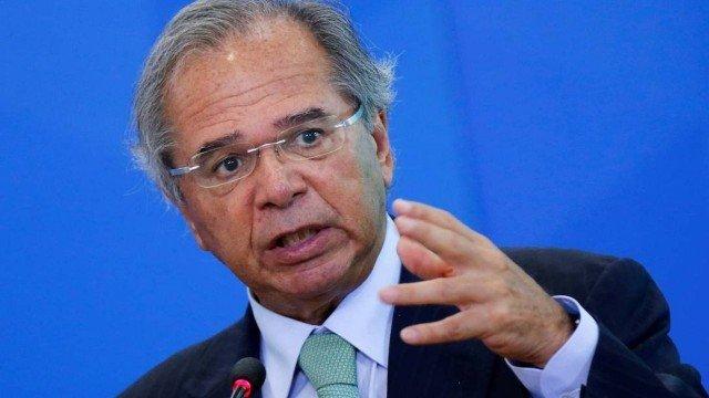 O ministro da Economia, Paulo Guedes, diz que vai à Justiça contestar ampliação de benefício a idoso